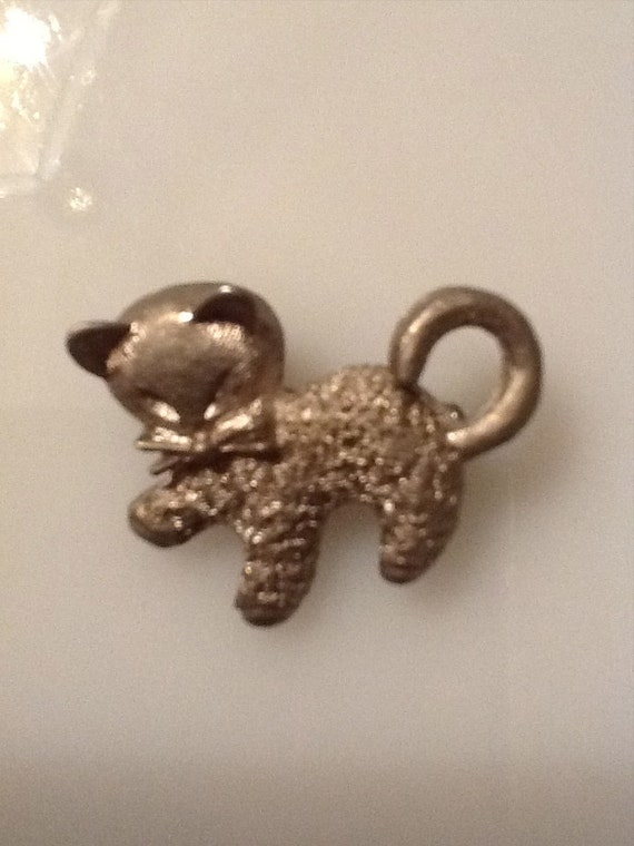 Cat brooch. Cat pin. Vintage cat pin. Vintage cat brooch.