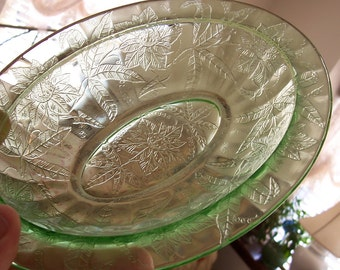 """Vintage HTF Rare Jeannette Co. Floral """"Poinsettia"""" Oval 9-inch Green Vegetable Depression Glass Bowl"""