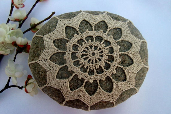 Wedding Table Decoration, Crocheted Lace Beach Stone, Ecru Cotton Thread, Cobblestone, Handmade, Tiny Stitches, Unique Gift