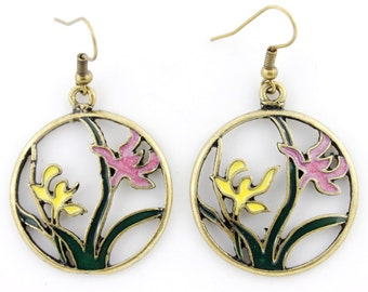 Pretty Retro Gold-tone Round Flower Plate Dangle Drop Earrings