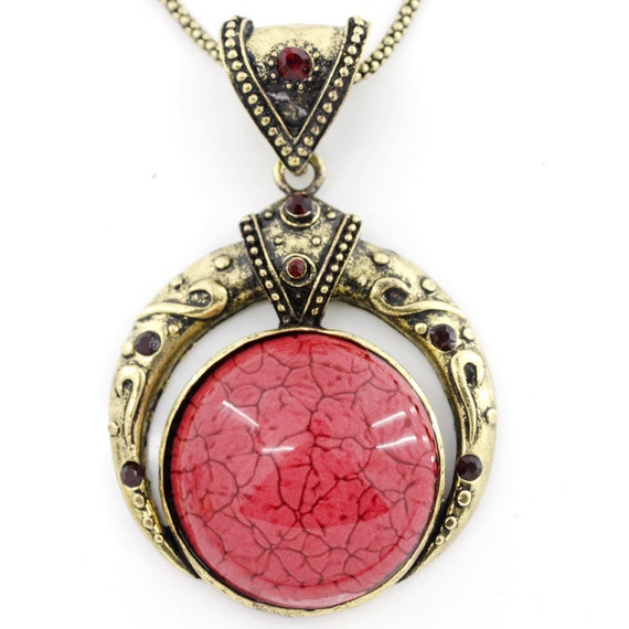 Vintage Gold-tone Red Round Resin Stone Crystal Pendant NECKLACE