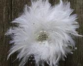 White feather hair clip -bride -fasinator -pearls