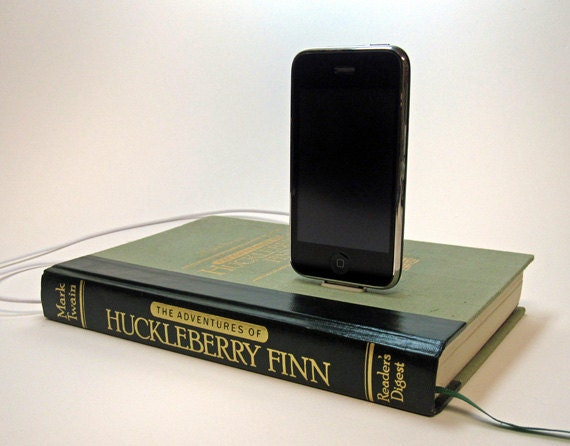Huckleberry Finn Charging Station for iPhone and iPod