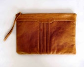 LULLABY. Stylish leather wristlet / clutch / purse. Available in different leather colors.