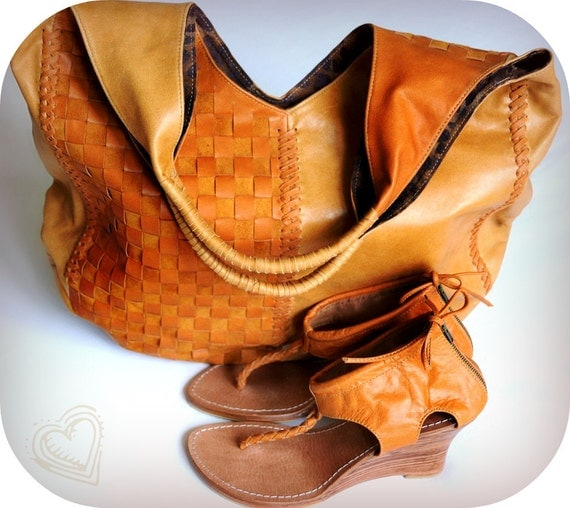 BELLA & APHRODITE. Oversized tote and wedges. Available in different leather colors.