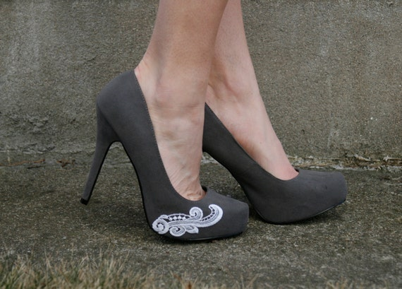 4th of July SALE - Grey Heel With Lace Applique. Size 7.