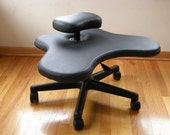 Office chair, ergonomic Soul Seat in black vinyl with casters.