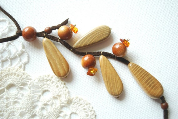 Currants-Berries-Ash juniper wood necklace-Nature,eco friendly,handmade-Wood,rustic,woodland