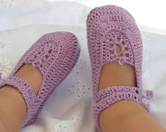 Lilac crochet shoes