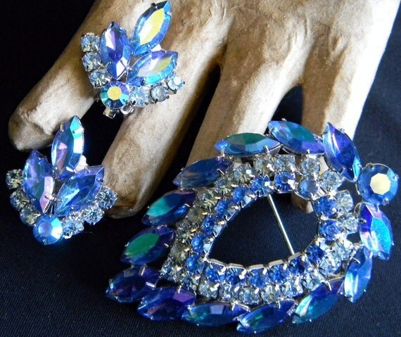 Reserved for Ivy. Beautiful Rhinestone BLUE LAGOON Brooch and Earrings Set