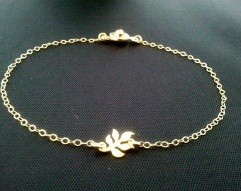 Tiny Leaf  Gold Bracelet - tiny, small, cute, simple, modern, everyday jewelry