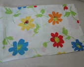 Vintage Pillowcase Daisy Flowers 30 x 20 for Crafts Cutter Fabric Mod