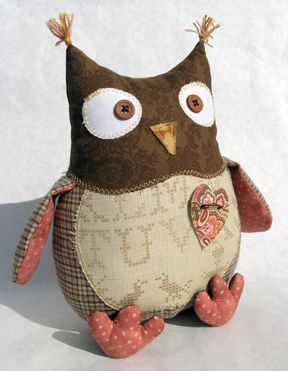 Shabby Chic cotton owl with detachable heart