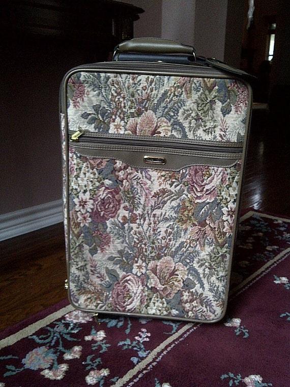 JAGUAR FLORAL TAPESTRY Suitcase