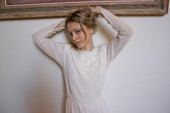 Beautiful vintage dress/ White beauty//Sweet innocent beauty//