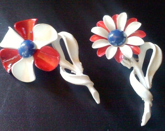 Vintage 1960s Enamel Flower Pin Brooch Set Pair red white and blue