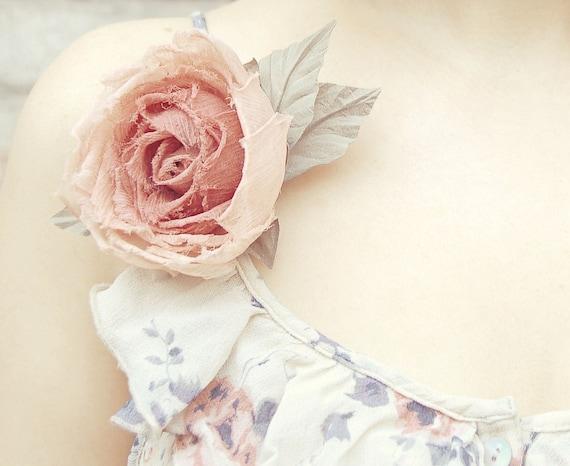Peachy-pink HANDMADE silk fabric flower hair clip/pin brooch