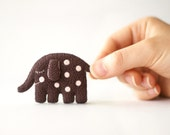 Cute polka dot sleeping elephant brooch / Plush animal brooch in dark brown and pale pink / Gifts for kids