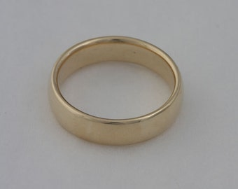 Gold wedding band, size 9 3/4, 14k yellow gold band, #40.