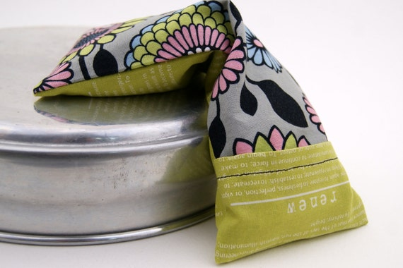 """Eye Soother """"Delight""""- Washable cover, flax seed eye pillow, room darkening eye mask. Citron - grey - pink - blue"""