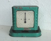 Vintage GREEN 25 Pound Table SCALE -Chippy