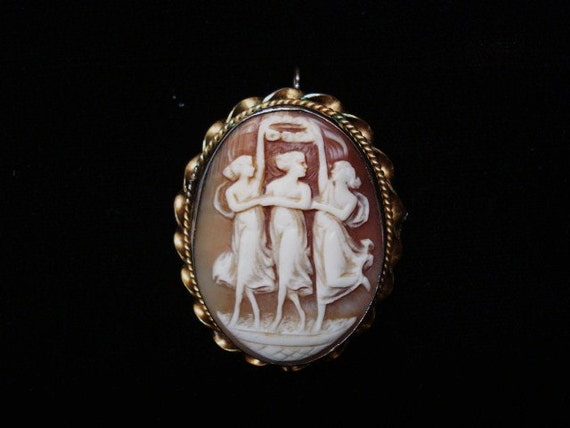 LOVELY CAMEO BROOCH Hand Carved from Sea Shell