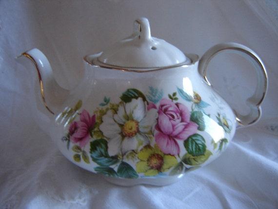 Vintage wedding  decor/ teapot /collectible /shabby chic decor/ home decor/housewares