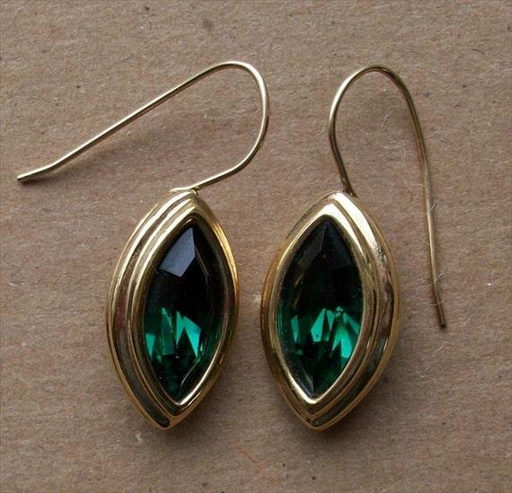 Vintage Emerald Green Earrings Goldtone Swarovski Swan Logo Beautiful Green