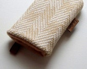iPhone case, cell phone sleeve, iPhone 4 case, iPod case, mp3 player case, tweed wool fabric case, beige and cream with Felt Lining