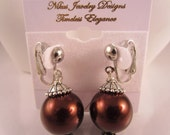 Clip-on earrings with glass pearls and silver findings