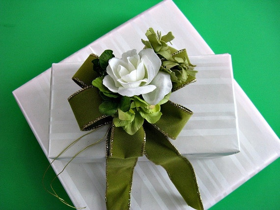 Green and white velvet gift bow for any occasion(SP9)