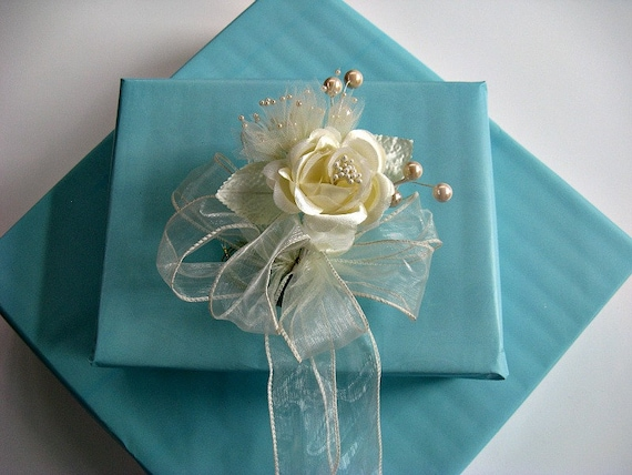 Gift wrap - Ivory Wedding/Bridal Shower bow with large ivory pearls ...