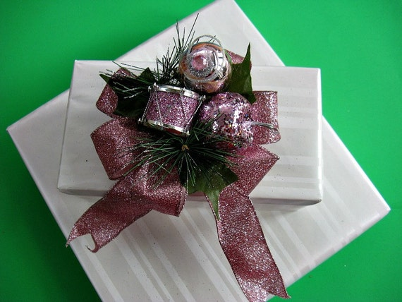 Light pink glitter holiday bow (C33)