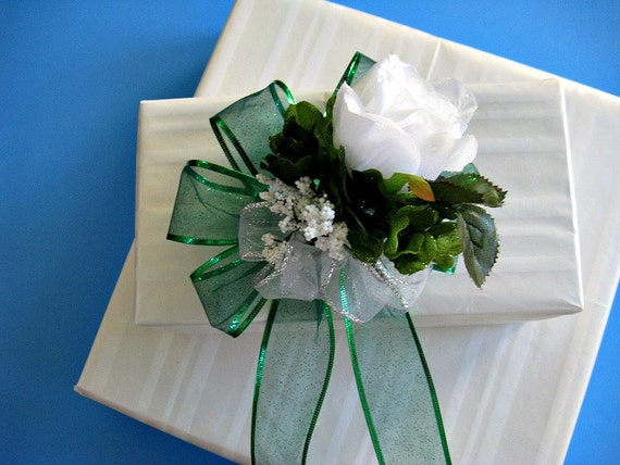 Special gift bow in green and white (MSU) colors (GN29)