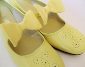Vtg 60's Womens Sz 7.5 Yellow Shoes With Bow