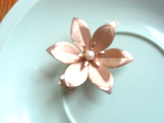 Vintage Gold Tone Hair Pin with Faux Pearl