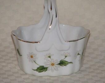 Small Lefton White Daisy Basket