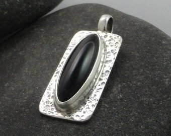Black Onyx textured Sterling Silver Pendant Pen-172