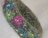 Embroidered Bangle - Daisies on Green