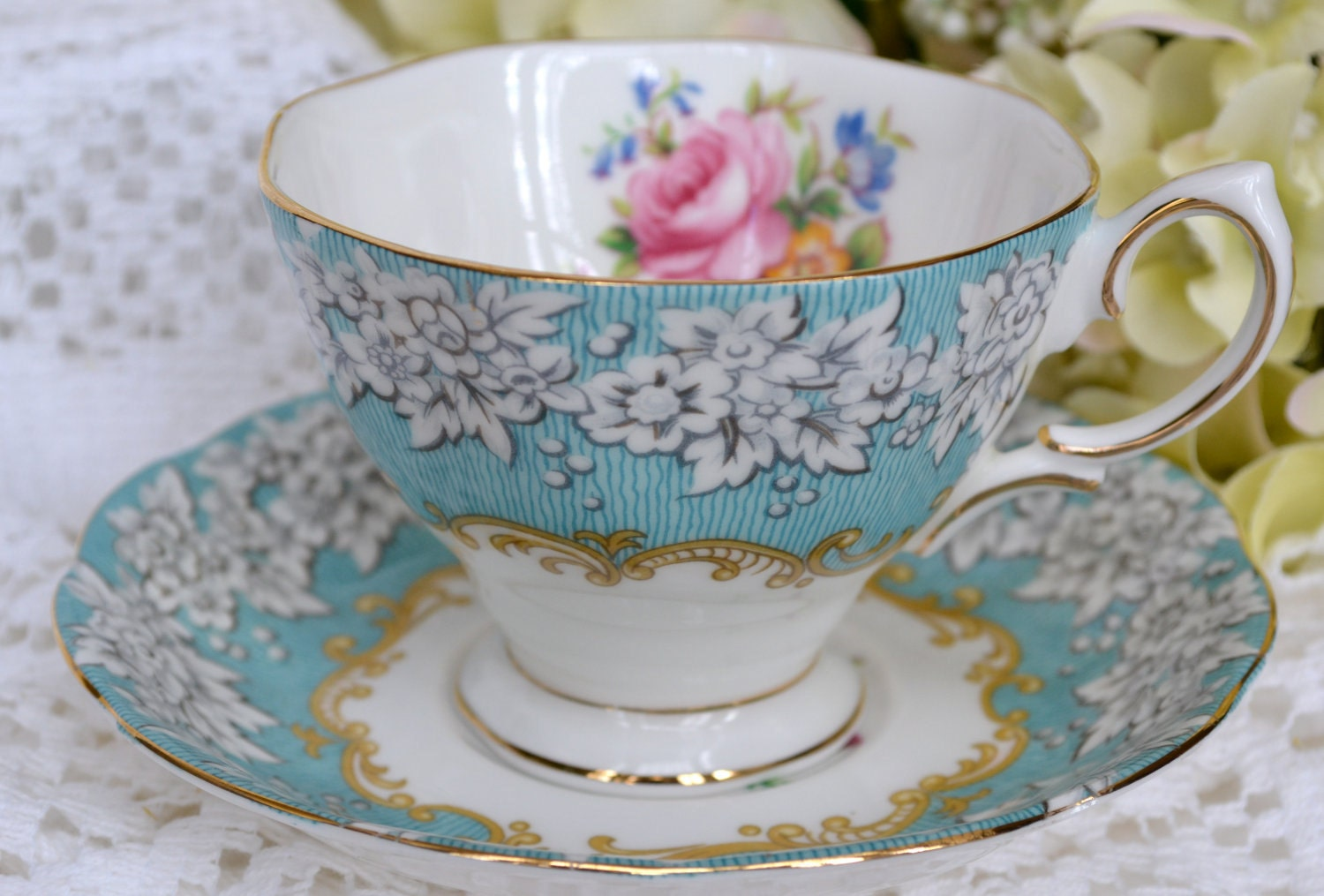 vintage royal albert fine bone china tea cup and saucer. Black Bedroom Furniture Sets. Home Design Ideas