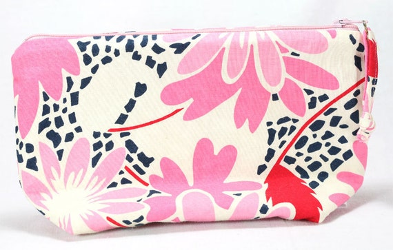 SALE - Medium Zippered Pouch - Cotton Clutch Purse - Pink and Red Flowers