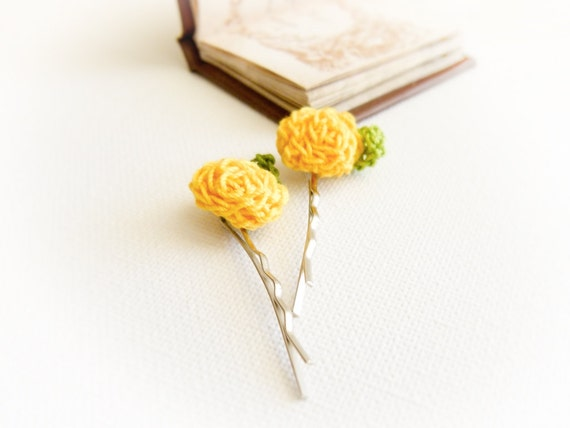 Yellow roses crochet flowers hairpin. Wedding hair accessories for flower girls