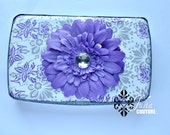 A wipe case in purple paisley and cheery daisy... perfect as baby shower gift or accessory.