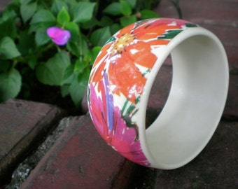 vintage 80s bangle bracelet with bright floral design in high gloss. retro jewelry.