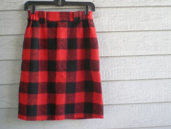 vintage pencil skirt in red lumberjack plaid. size extra small / 2.