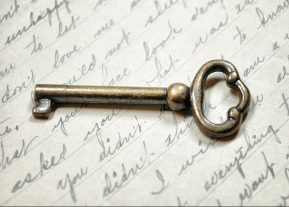 Antique Skeleton Key - Vintage Key - Old Bronze Key