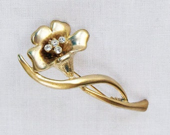 Stunning Vintage Gold Tone Metal Dimensional Flower Rhinestone Pin Brooch