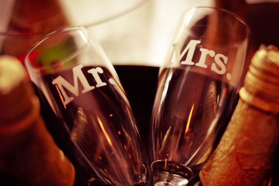 Wedding Toasting Flute, Champagne Flutes, Mr Mrs Personalized