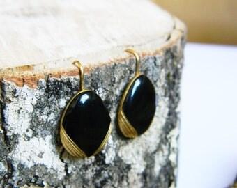 Elegant Vintage Black and Gold Plated Earrings Teardrop Costum Jewelry Fancy Small 20x15mm