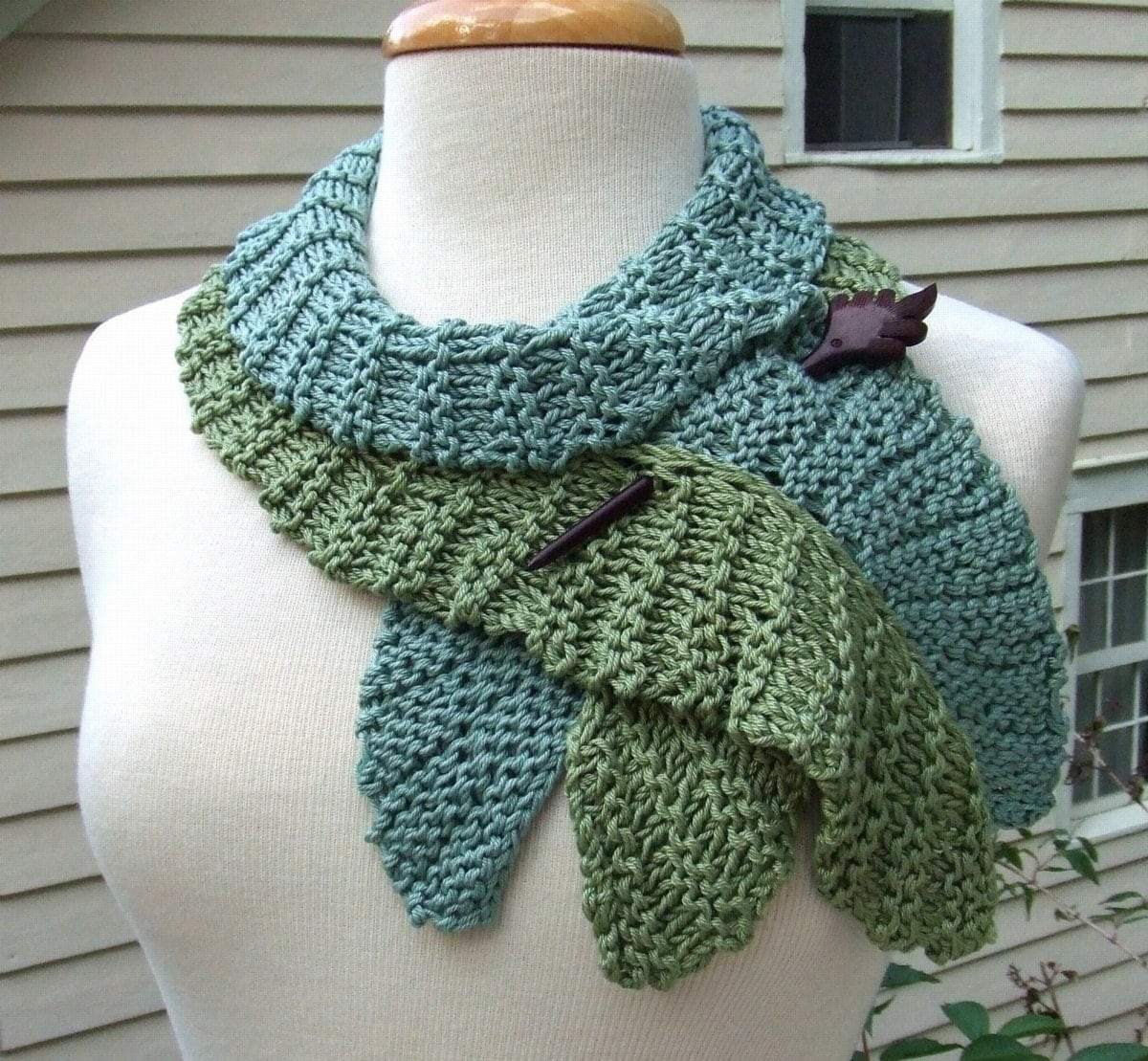 Knitting Patterns For Scarfs : Knitting Pattern-Twirling Leaf Scarf knit flounce wavy